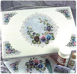 Menekşeli boyama kutusu