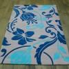 Mavi çiçekli halı modeli