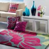 Pembe çiçek desenli halı